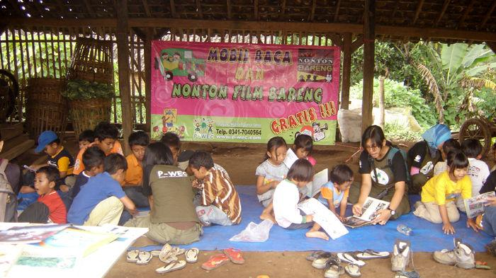 Program Perpustakaan Keliling di Desa-Desa Tepi hutan