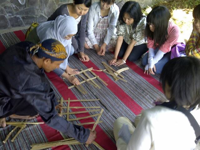 Students from Japan Learned Indonesian Culture and Nature at PWEC  PWEC