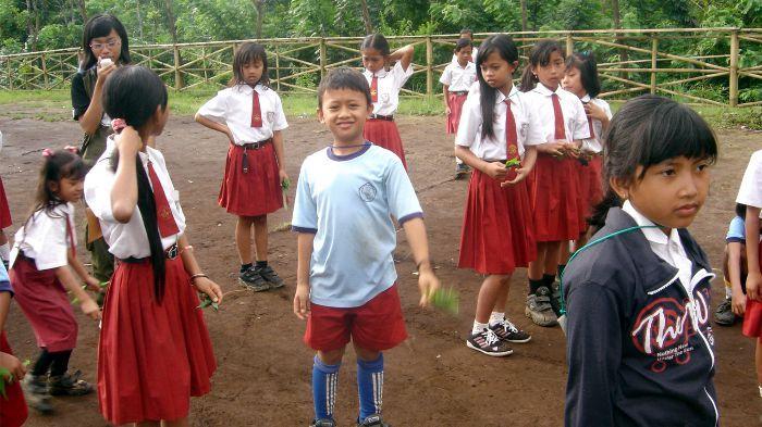 Edukasi Alam untuk Sekolah Desa